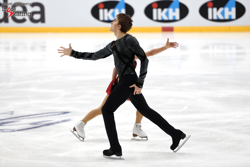 Challenger (6) - Finlandia Trophy. Oct 11 - 13, 2019. Espoo /FIN      - Страница 15 Alisa-Efimova-and-Alexander-Korovin-SP-2019-Finlandia-Trophy-4