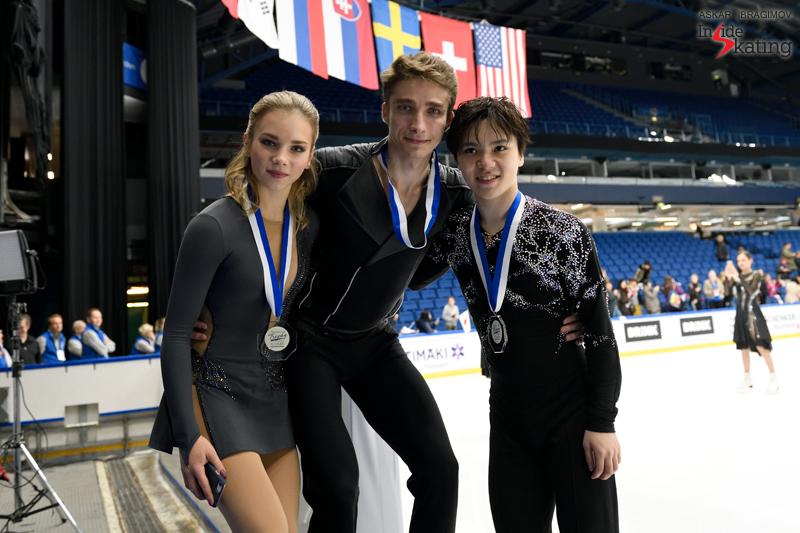 Challenger (6) - Finlandia Trophy. Oct 11 - 13, 2019. Espoo /FIN      - Страница 15 Shoma-Uno-with-Alisa-Efimova-and-Alexander-Korovin-2019-Finlandia-Trophy